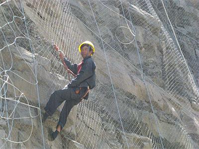 拦石网施工