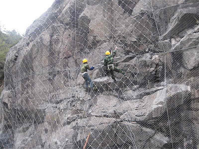 山体防护网施工