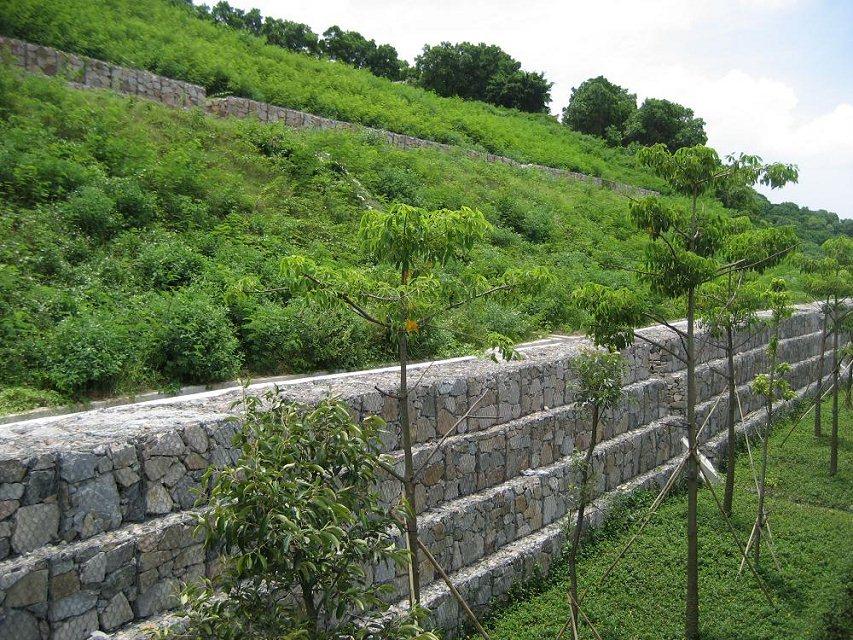 格宾石笼挡墙