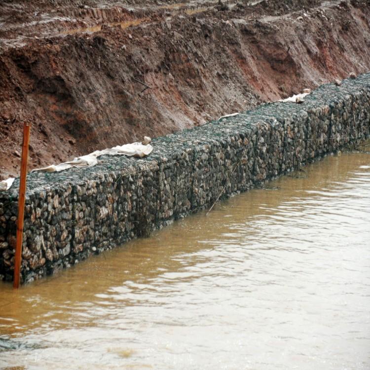 堤防铅丝笼